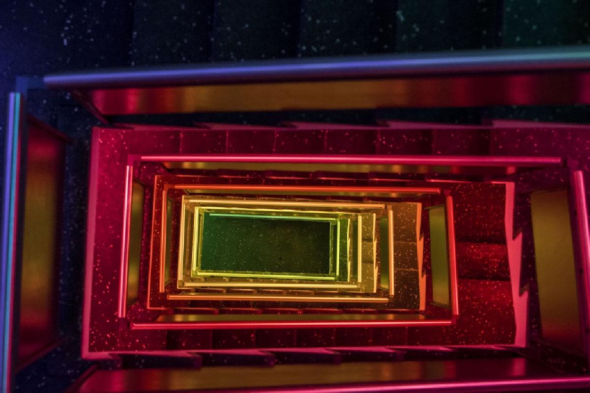 Jakob fik til opgave at smykke Hotel Generator i København med lys.