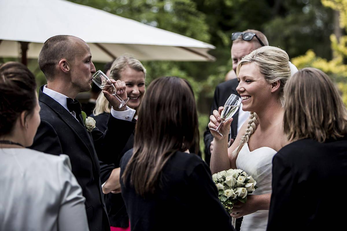Line og Simon havde valgt at få taget bryllupsportrætterne efter receptionen, der var god tid til hygge med venner og familie