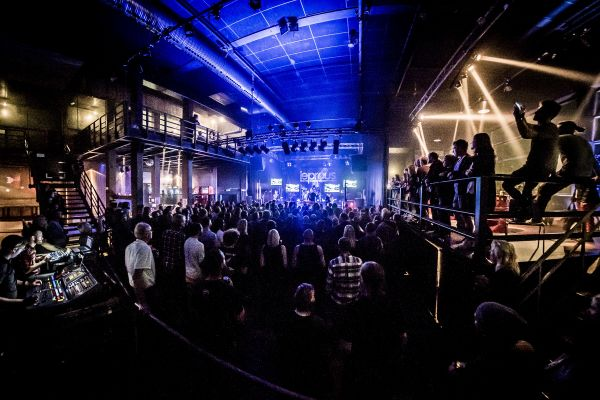 Getting the whole venue from the back of the room. Shot with the Samyang/Rokinon 8mm fisheye.
