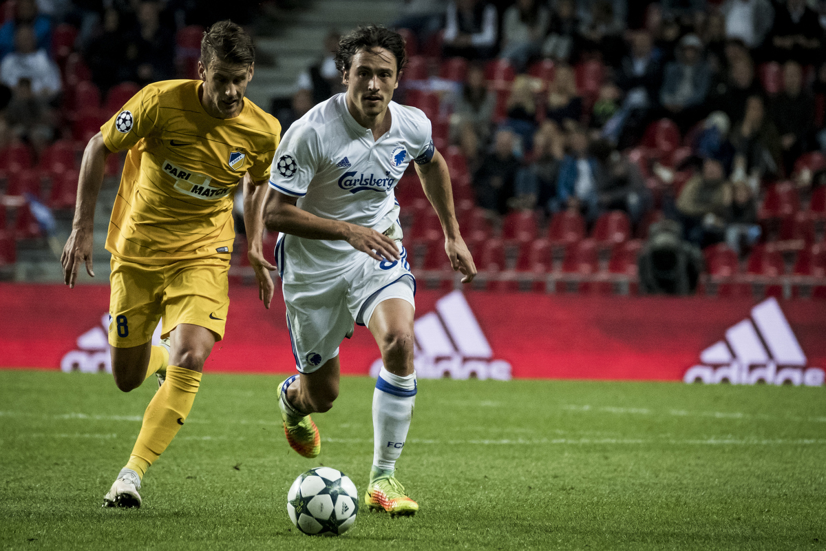 FCK vs APOEL (Champions League playoff match) I set the X-Pro2 to continuous AF mode (i.e. C on the dial in the front of the camera that has the options S, C and M). That way I can keep focus on players running towards me. X-Pro2 – 100-400 @ 323 mm – ISO 5000 – f/5.6 – 1/1000 sec
