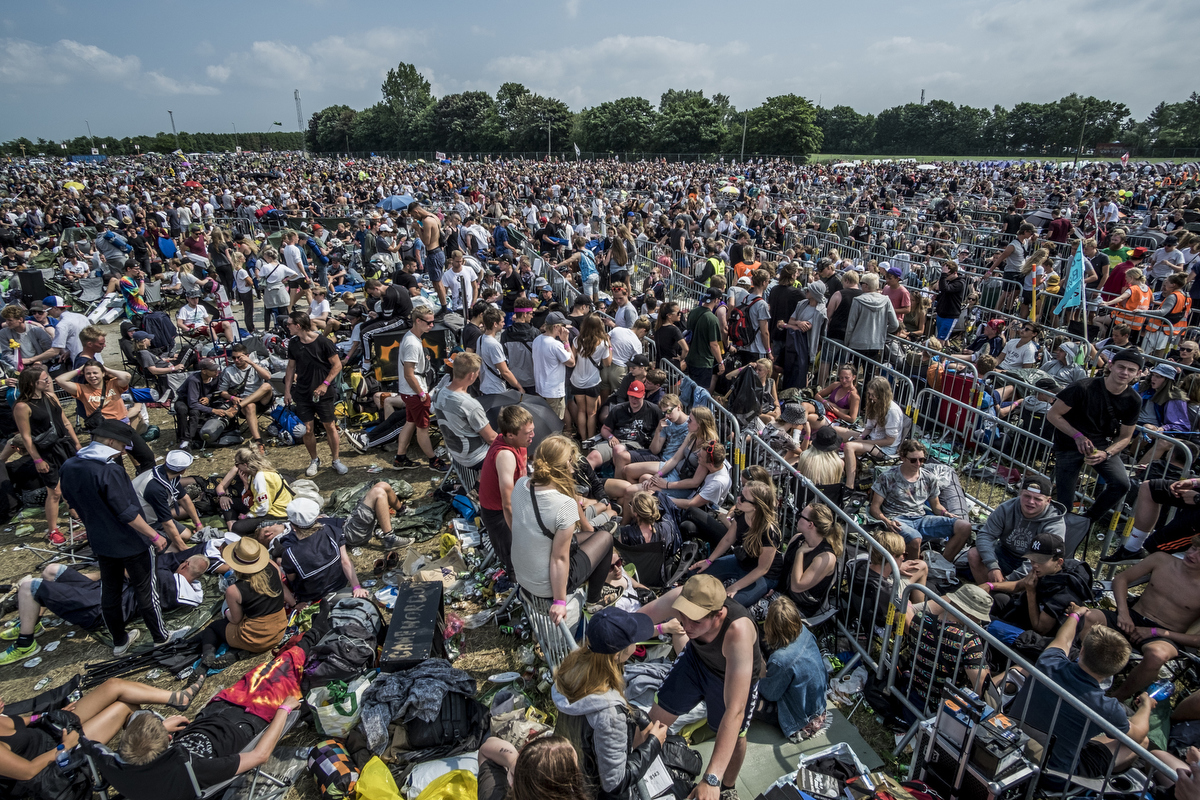 Thousands of people queuing up for the festival. I used my lightweight tripod (Sirui T-025X) as a makeshift pole to get the camera up in the air for this overview image.