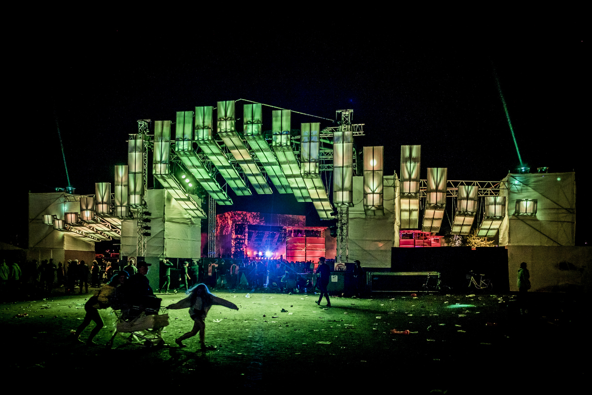 The new Countdown stage hosted upcoming electronic music during the warm up days and then transformed into a portal that acted as the entrance to the main festival site.