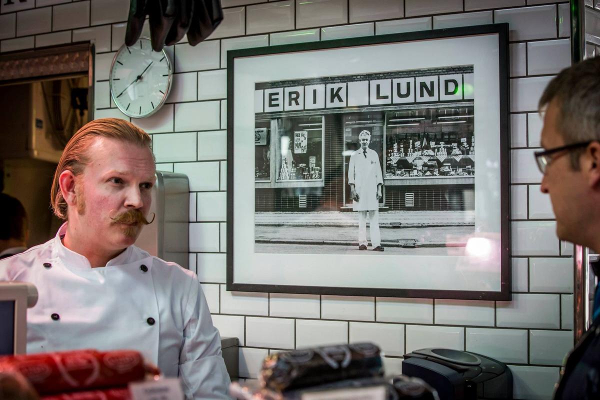 Slagter Lund har eksisteret siden 1952, hvor de nuværende indehavere Jan og Tinas oldefar åbnede sin butik på Frederiksberg.